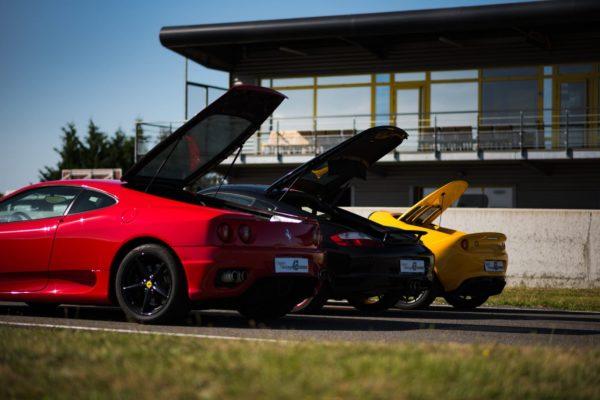 Ferrari, Lotus, Porsche capot