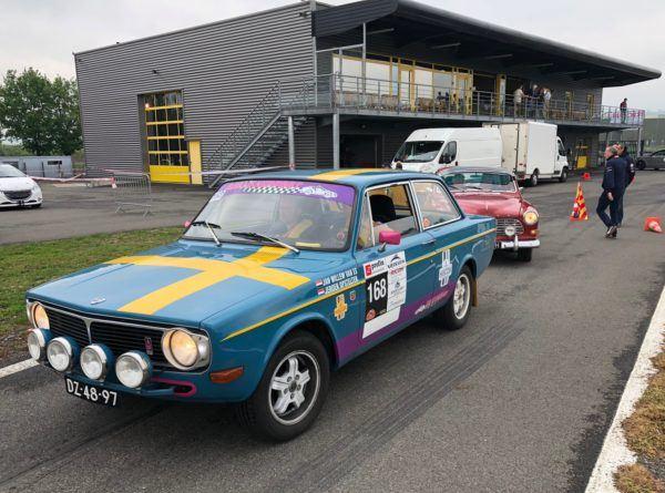 Anciennes voitures sur circuit Team Pilotage