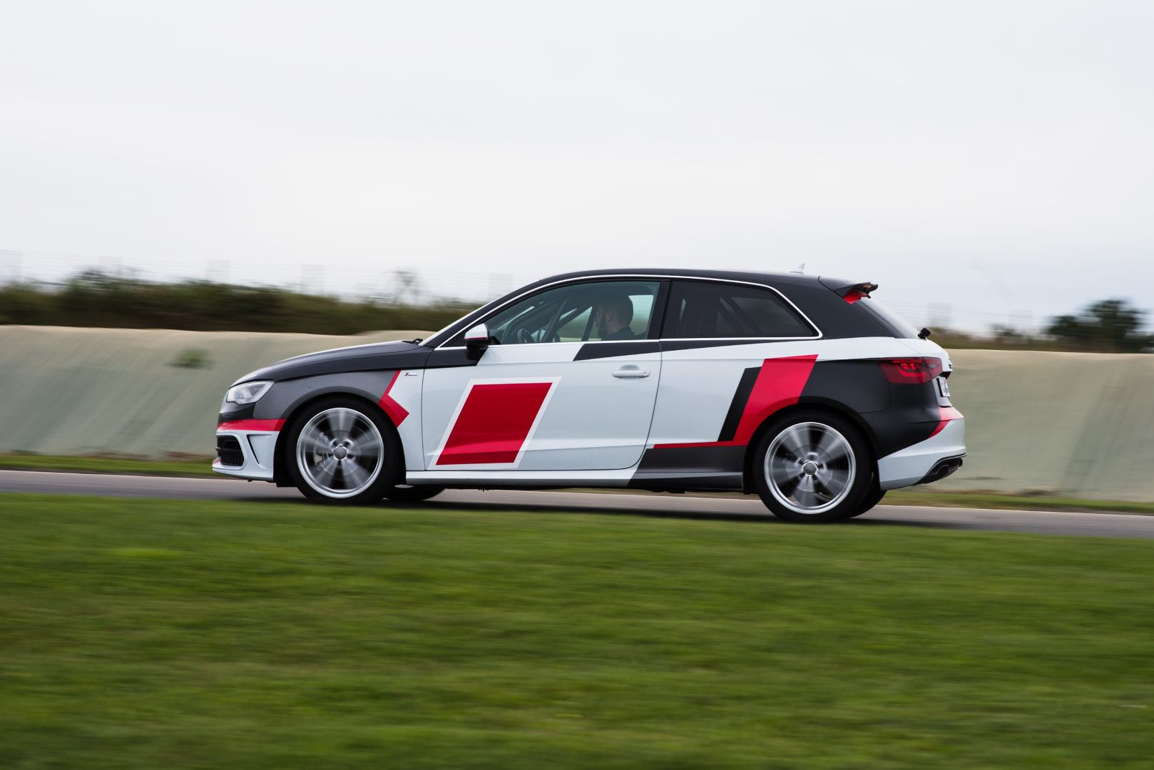 Audi A3 sur circuit coté