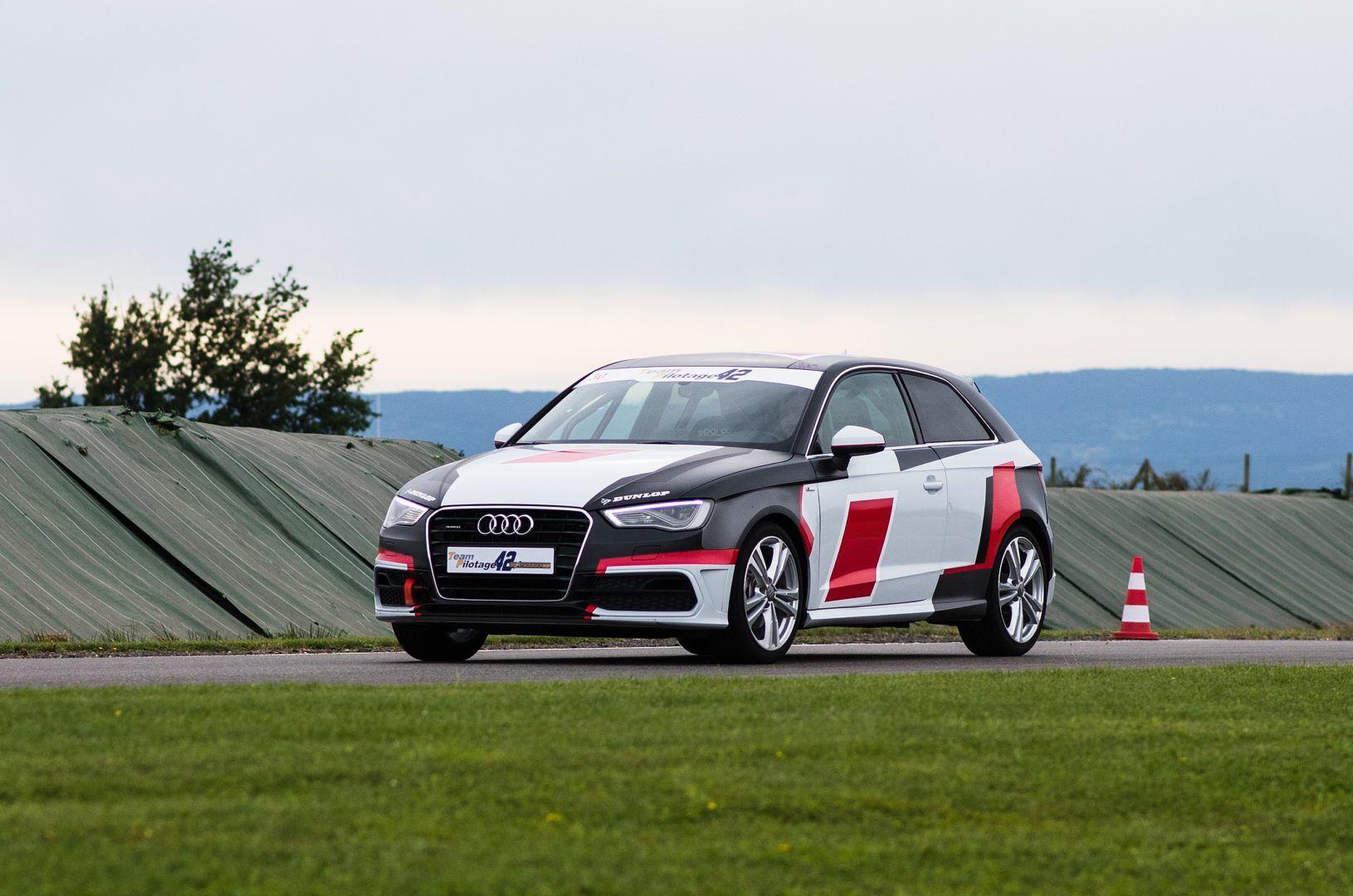 Audi A3 sur circuit avant